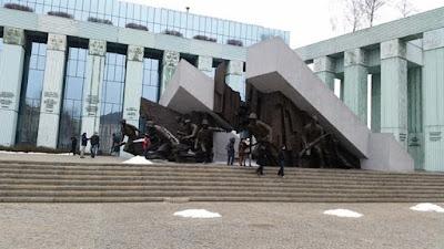 Monumento a los Héroes del Levantamiento, en Varsovia