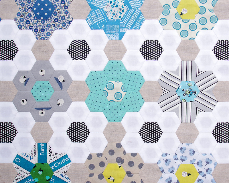 B is for Blues ~ A Hexagon Quilt | Part 2  © Red Pepper Quilts 2018 #englishpaperpiecing #redpepperquilts #hexagonquilt