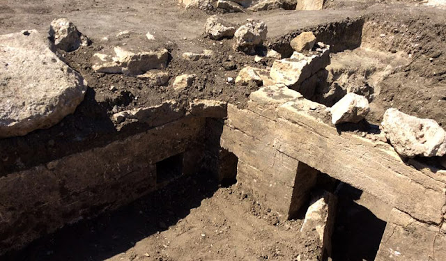 1,800-year-old tomb with reliefs of Herakles discovered in Crimea