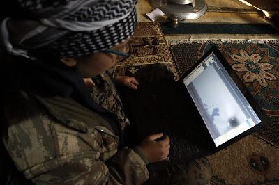 """كيمي ومكسيم وروجيه.. شبان أجانب انضموا الى أكراد سوريا لقتال """"داعش"""""""