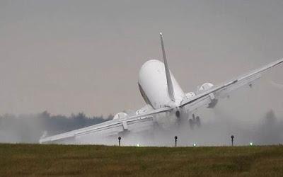 Προσγείωση που κόβει την ανάσα σε αεροδρόμιο της Πράγας. Δείτε το συγκλονιστικό βίντεο