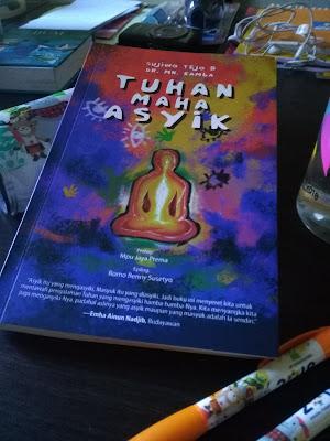 Cover Buku Tuhan Maha Asyik