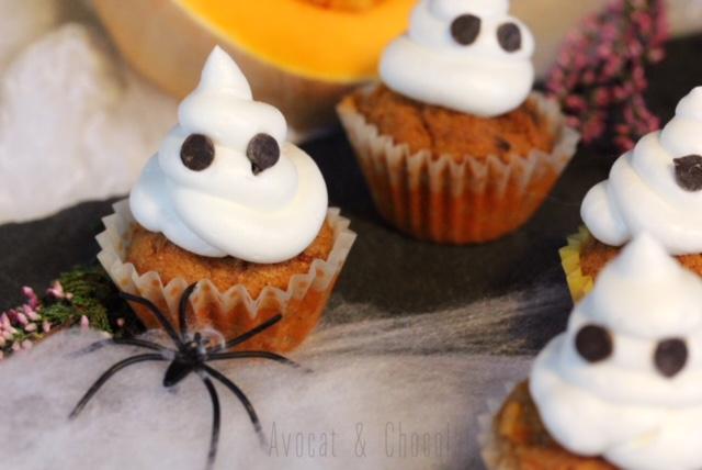"""alt=""""mini cupcake glaçage fantôme avec une araignée"""""""