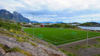estadio-futbol-Henningsv%25C3%25A6r-2.jp