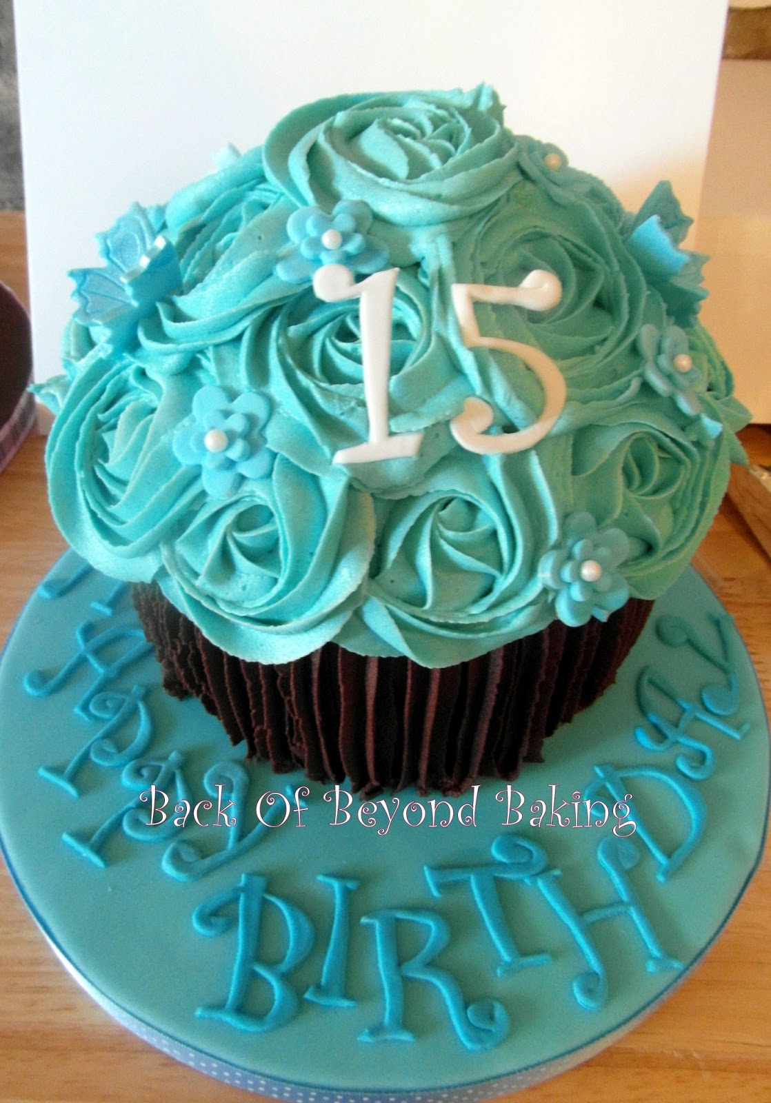 girls giant cupcake