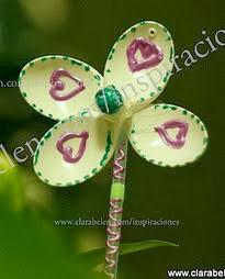 http://clarabelen.com/inspiraciones/959/manualidades-nuevos-modelos-e-ideas-de-flores-de-cucharas-de-plastico-para-decorar-las-macetas/