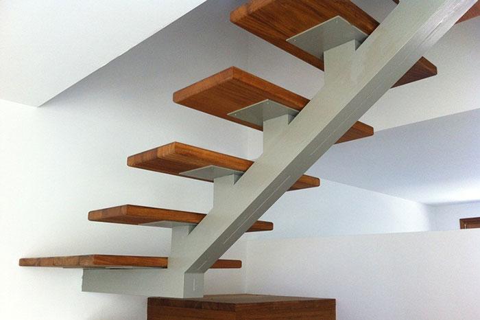 Artycla construcciones y reformas integrales en barcelona - Escaleras metalicas interiores ...