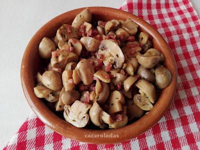 champiñones al ajillo al pimentón