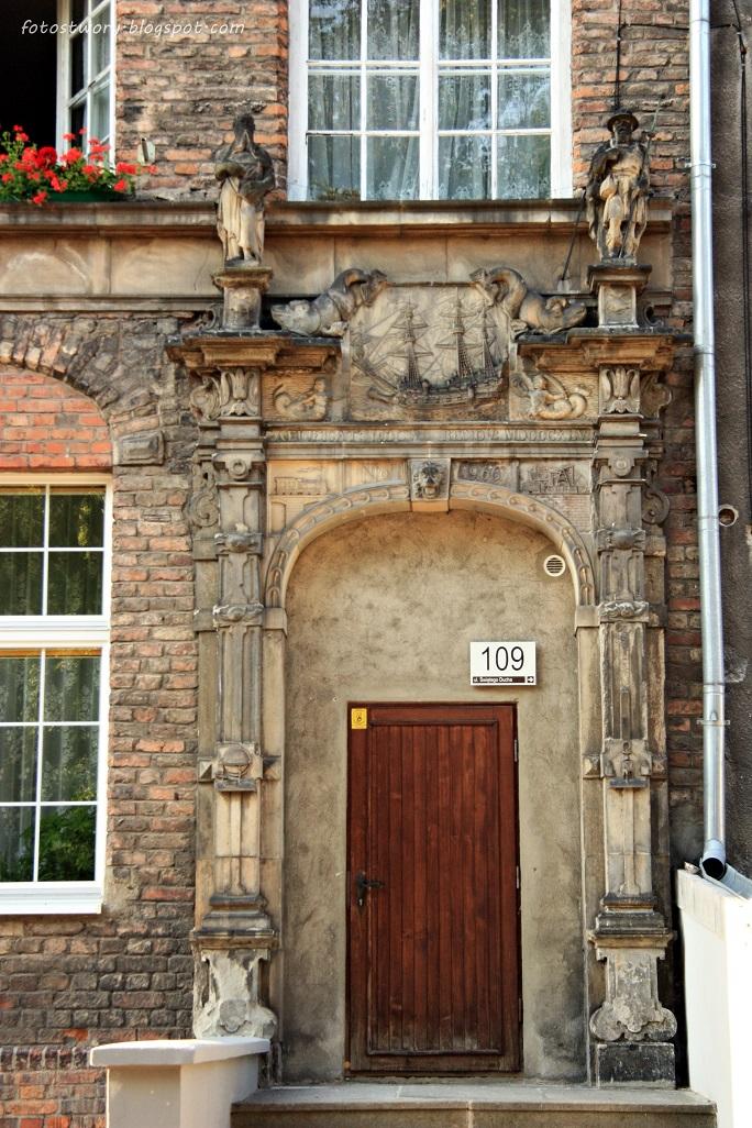 Foto st w ory drzwi nr 33 for Drzwi z portalem