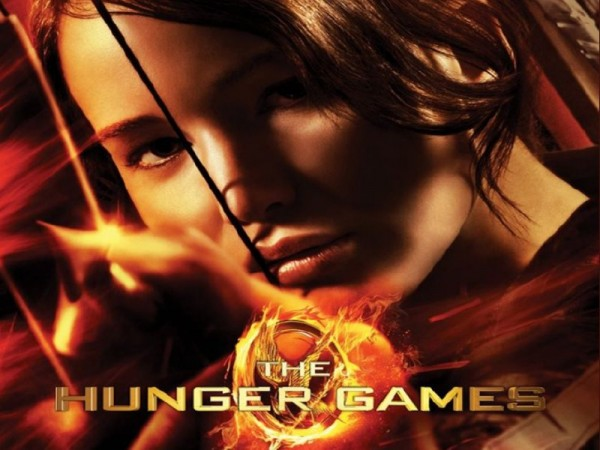 The Hunger Games - Katniss about to shoot a flaming arrow