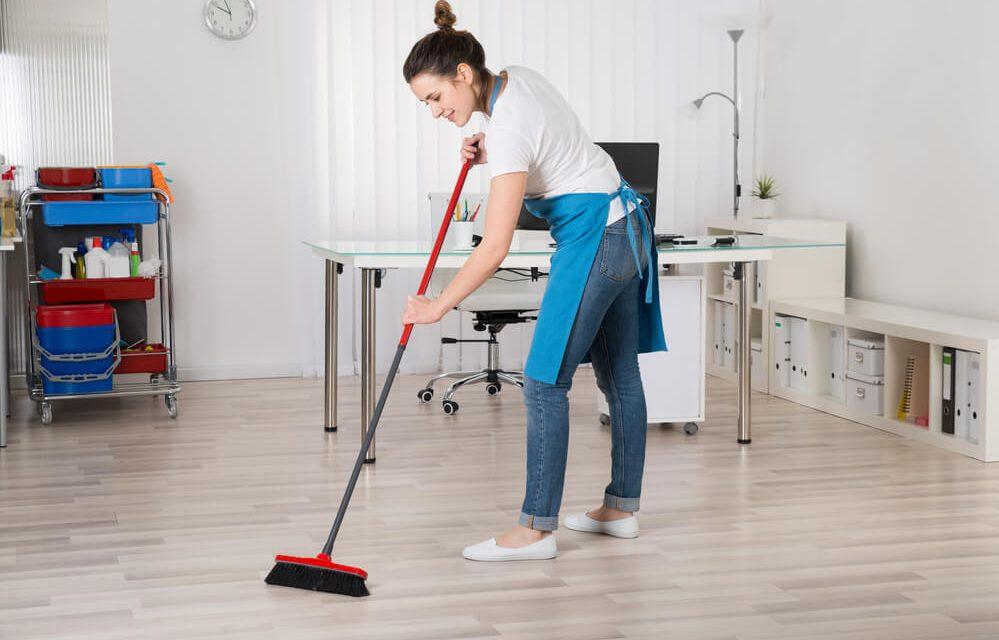 жидкое средство для мытья полов в офисе