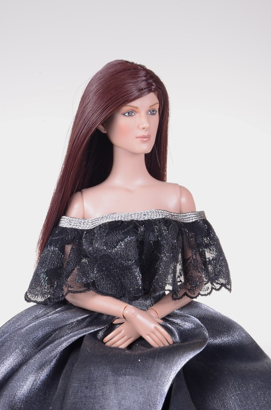 Suknia dla lalki inspirowana filmem Aschenputtel.