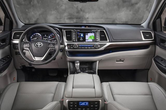 Interior view of 2016 Toyota Highlander