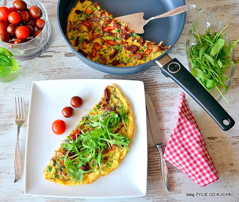 omlet z kurkami, kurki, sezonowe przepisy, lipiec, lipiec wkuchni, warzywa sezonowe lipiec, lipiec owoce sezonowe lipiec, lipiec warzywa sezonwe, sezonowa kuchnia, sezonowosc, zycie od kuchni, lipiec zestawienie przepisow