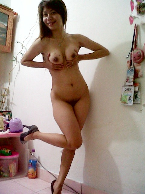 Cute Malaysian wife's home striptease photos leaked (12pix)