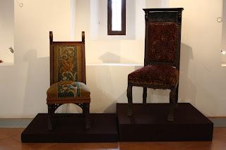 Выставка «Стулья власти»