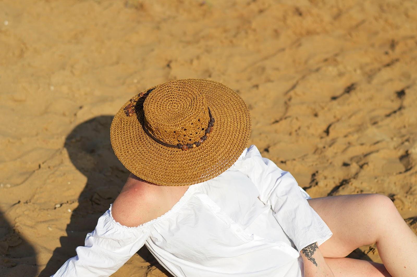 Słomkowy kapelusz, staw hat, white shirt, biała koszula