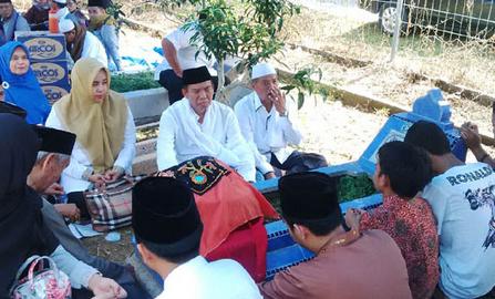 Walikota Pekanbaru, Firdaus turut merayakan Rayo Onam di Kuburan