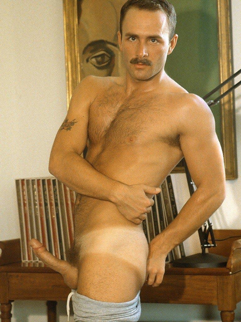 tom dong nude photos