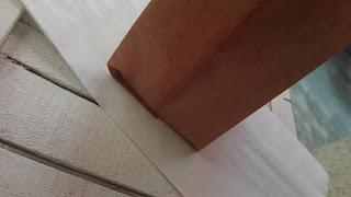 decoriamo il sacchetto di carta