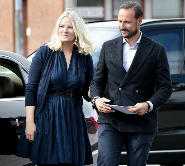 Princess Mette-Marit style fashions, wore dress, coat, new sesion dress, clutch new sesion boots