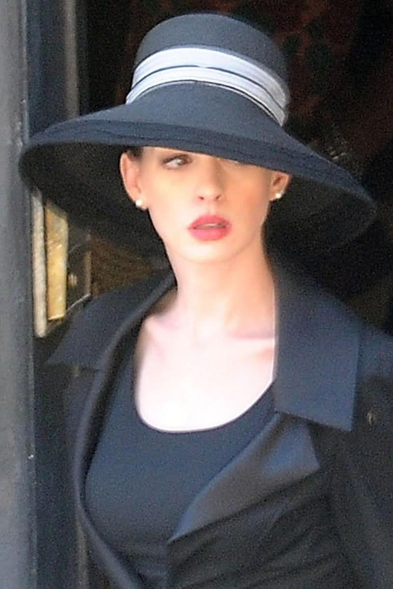 aboutnicigiri: More Anne Hathaway's Selina Kyle Photos