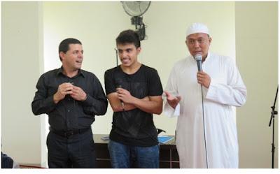 Masuk Islam Dibimbing Oleh Ustadz Ali Saman