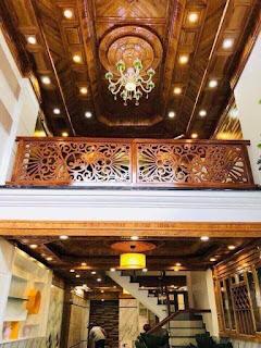 Nhà được đầu tư bằng trần gỗ cao cấp tạo vẻ đẹp lộng lẫy, đẳng cấp cho ngôi nhà