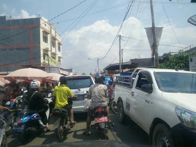 Pemerintah Tutup Mata,Kemacetan Disepanjang Pasar Talang Jawe Tak Teratasi