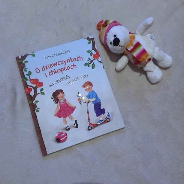 o dziewczynkach i chłopców dla chłopców i dziewczynek, recenzja książki o dziewczynkach i chłopców dla chłopców i dziewczynek, asia olejarczyk, monika urbaniak, o intymności, wrażliwość, wydawnictwo dreams, recenzja książki, książka dla dzio dziewczynkach i chłopców dla chłopców i dziewczynek, recenzja książki o dziewczynkach i chłopców dla chłopców i dziewczynek, asia olejarczyk, monika urbaniak, o intymności, wrażliwość, wydawnictwo dreams, recenzja książki, książka dla dzieci, skąd się biorą dziecieci, skąd się biorą dzieci