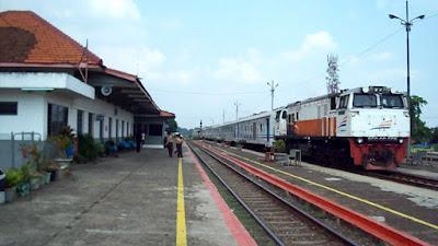 Jelang Mudik Stasiun Karawang, Layani Rute Jarak Jauh