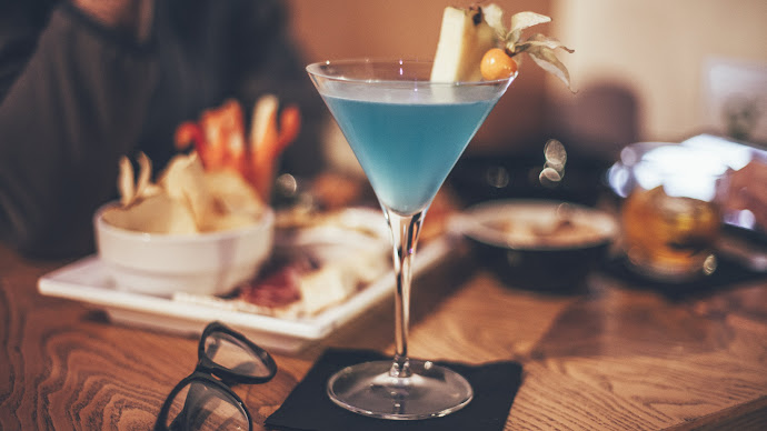 Wallpaper: The Blue Cocktail