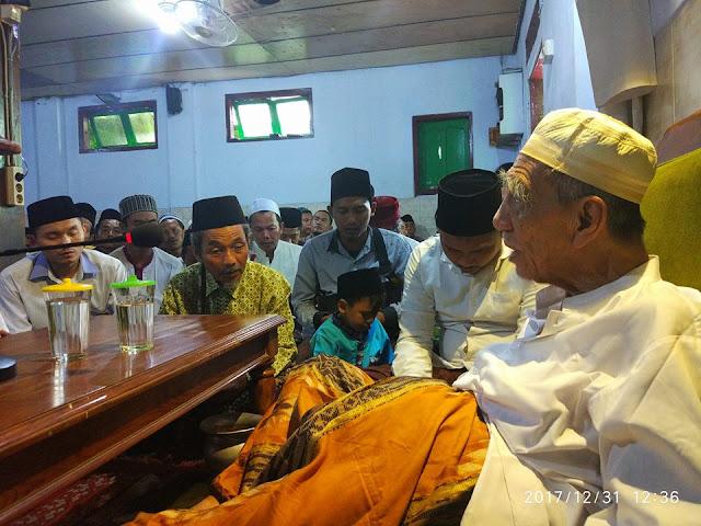 Mbah Maimoen Zubair: Senajan Kyai, Ojo Sombong Marang Wong kang dudu Turunan Kyai