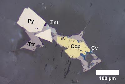 Pengamatan mineral transparan dengan mikroskop refraksi