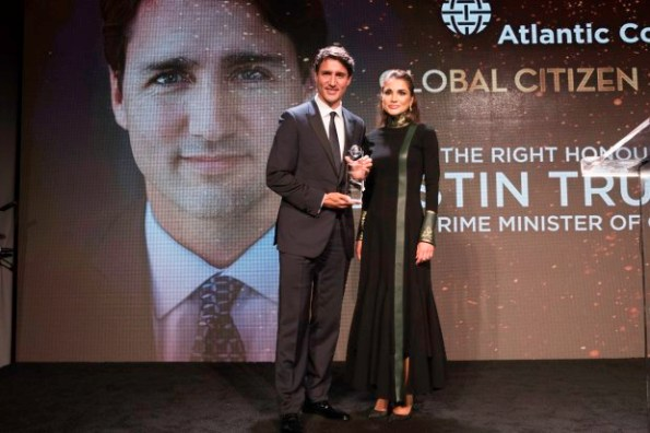 Her Majesty, Queen Rania stands with Canadian Prime Minister Justin Trudeau