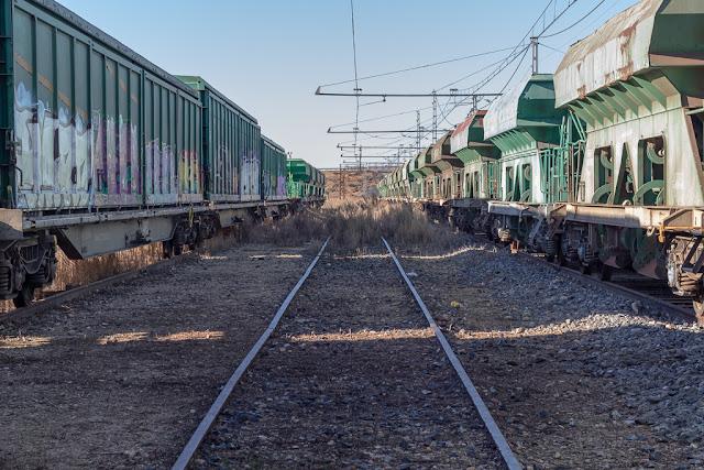 vías, vagones, vagones abandonados, tunel, hilera de vagones