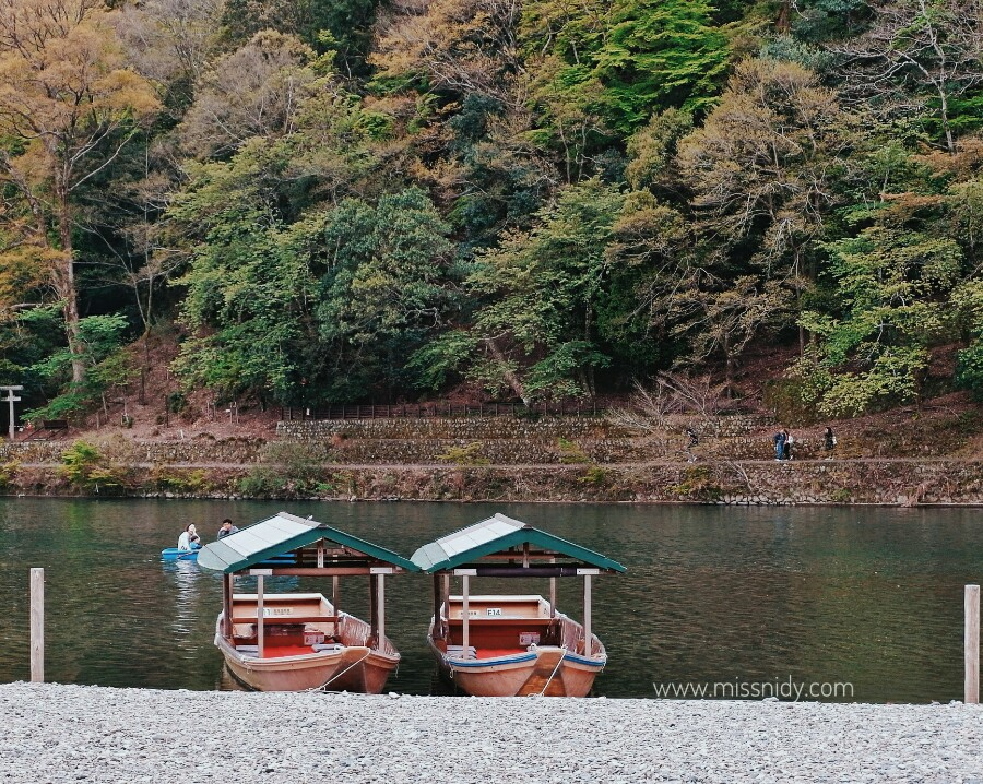 romantic boat in arashiyama