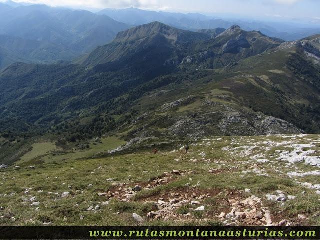 Ruta circular de Taranes al Tiatordos: Bajando del Tiatordos a la majada