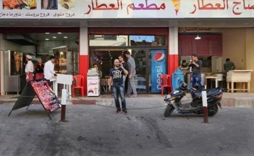 Bekas Penjual Pen Di Jalanan Sambil Dukung Anak Kini Memiliki 3 Buah Kedai