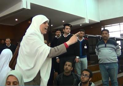 ابنة-الشاطر-تهاجم-الأمن-داخل-قاعة-المحكمة-كالتشر-عربية