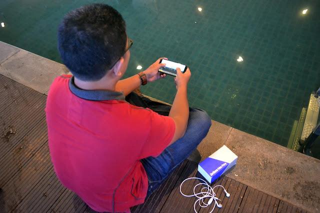 Main Game Kok Pake Smartphone Selfie? Pakai Smartphone Gaming Dong!