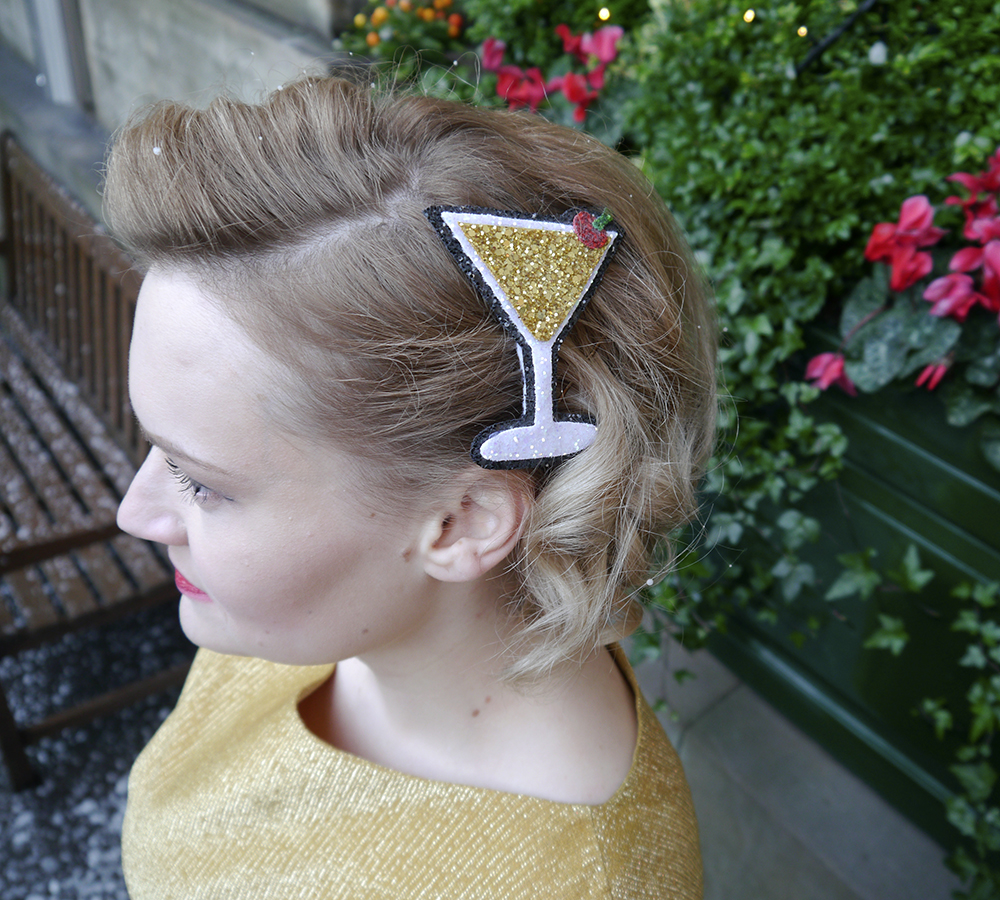 British vintage style blogger, faux fur trimmed Henry Holland coat, easy christmas pin up look, alternate normality hair accessories, gold glitter clutch for christmas party, easy vintage pincurl style with tongs, fashion blogger christmas outfit,