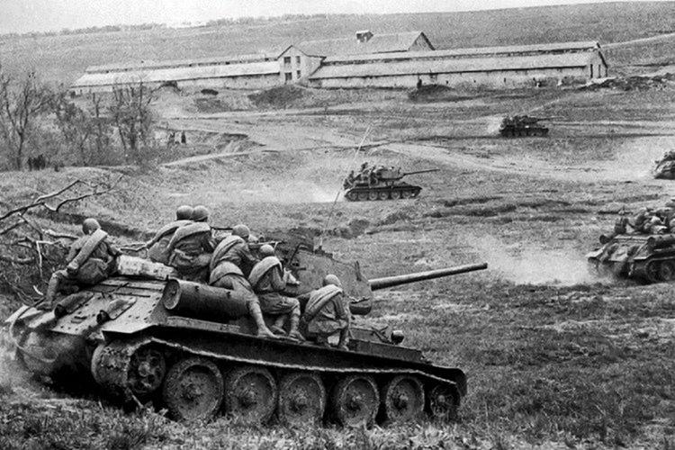 1000'den fazla Rus ve Alman tankı aynı alanda birbirine girdi.