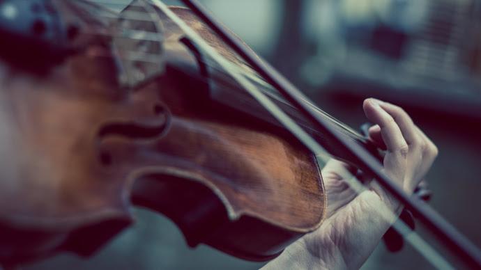 Wallpaper: Violinist