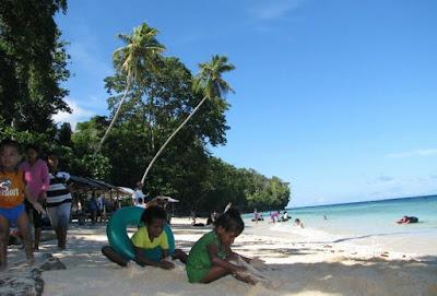 Wisata pantai Bosnik di papua