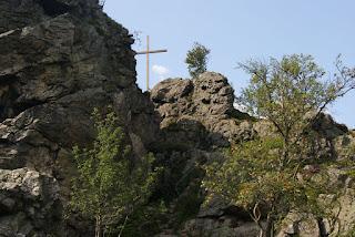 Gipfelkreuz auf dem Felsstein und Thomas-Neiss-Steige