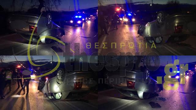 ΙΧ κατέληξε με τον ουρανό στο οδόστρωμα, έπειτα από τροχαίο ατύχημα (+ΦΩΤΟ)