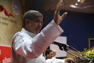 Nobel Peace Laureate Shri Kailash Satyarthi addressing the media in Bhopal today