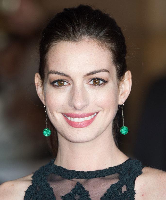 Anne Hathaway Biography: Profil Anne Hathaway Biodata, Foto, Agama, Facebook