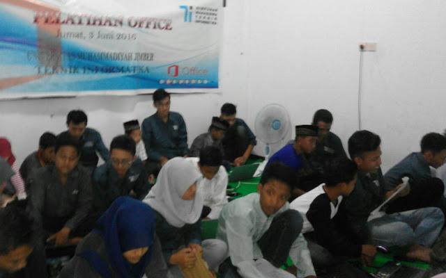 Pelatihan Microsoft Office panti asuhan Nurul Husna Jember